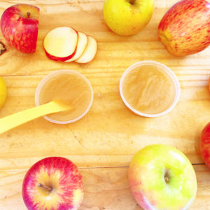 picture of apples and apple puree, baby food